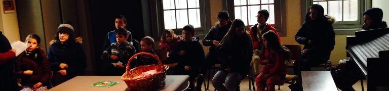 În fiecare duminică, după ce se împărtășesc în cadrul Sfintei Liturghii, copii parohiei fac cateheză.